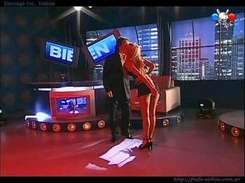 Dallys Ferreira hot upskirt live on TV