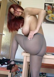 http://img28.imagetwist.com/th/14583/9zi8rit579d8.jpg