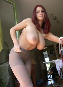 http://img28.imagetwist.com/th/14583/t2zyrkpix5l4.jpg