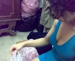 شرموطة مصرية عاشقة فرتكة نيك وتقولة بس وهو يصورة