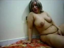 مزة منيوكة بتحب جارها على جوزها وتروحله الشقة وتسلمله نفسها