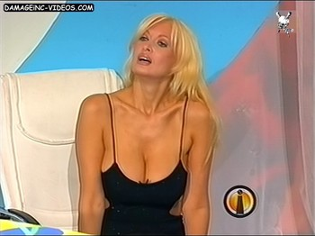 Amalia Yuyito Gonzalez hot cleavage blonde
