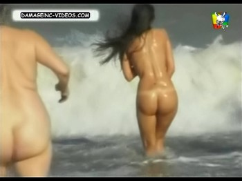 Paz Tarragona wet naked ass at the beach
