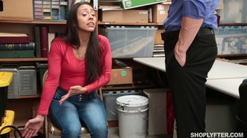 Shoplyfter Lilly Hall