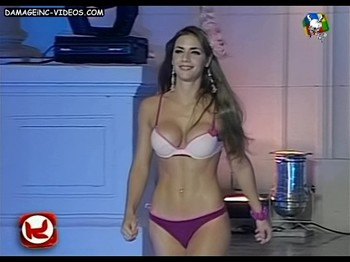 Dominique Pestaña fit body in bikini