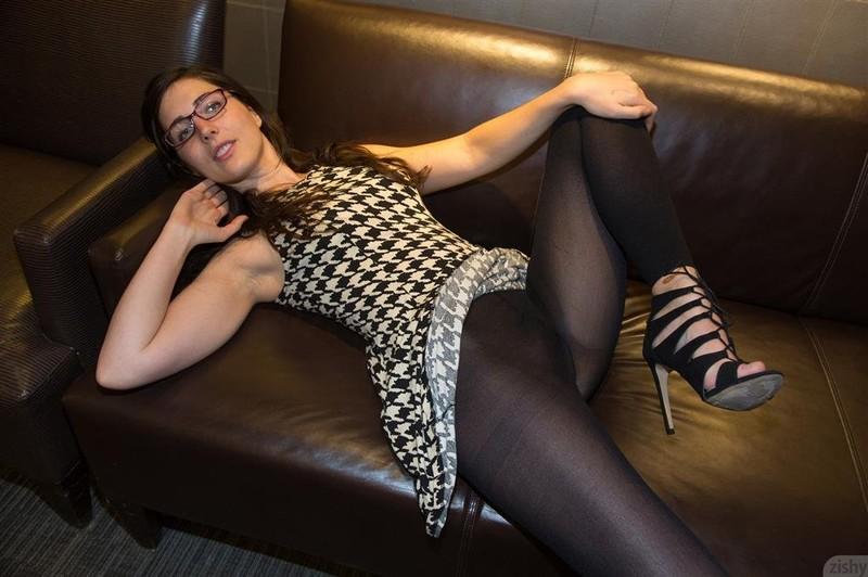 Sexy actress kanika hot