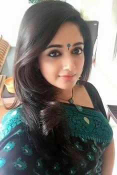 Kavya Madhavan hot selfie nude boobs in saree