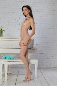 Valerie-White-Grand-Piano--e6qm29vmxk.jpg