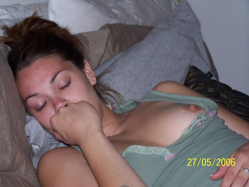 downblouse nipple slip