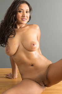 Cristina-Miller-Latina--k6s09iaw06.jpg
